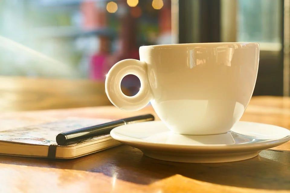 Tasse de café et bloc-notes
